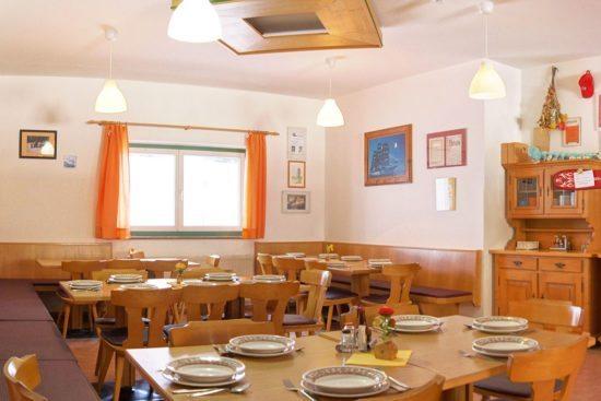Speisesaal im Jugendgästehaus Steiner in Eben im Pongau