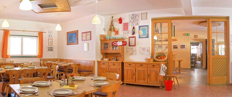 Speisesaal im Jugendgästehaus Steiner, Jugendhotel im Salzburger Land